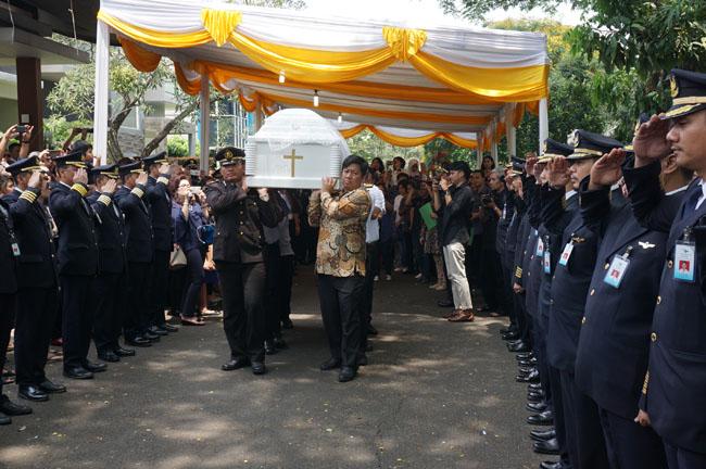 Ratusan Pilot Garuda Indonesia Iringi Capt.Michael Bravie Stanley Bernard  ke Peristirahatan Akhir