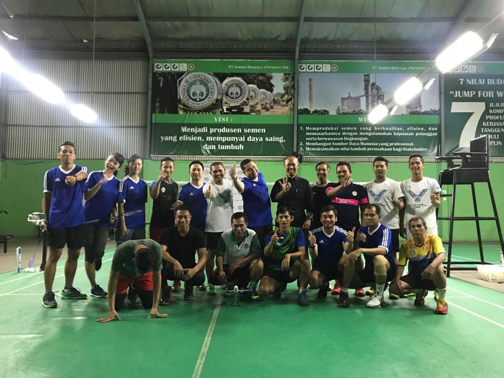 APG Badminton Lakoni Pertandingan Persahabatan dengan P.T Semen Batu Raja